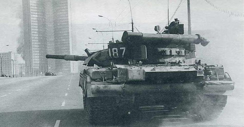 03 октября 1993 года по приказу ельцина расстреляли из танков белый дом