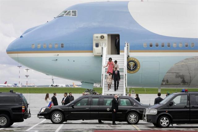Кортеж Обамы во Внуково-2